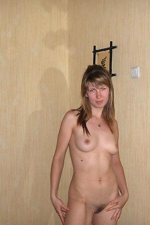 Flexible amateur nudist spreading her legs
