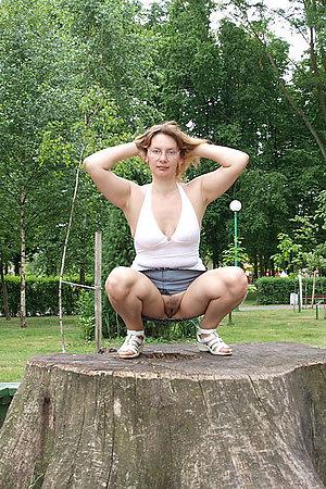 Horny amateur nudist spreading her legs
