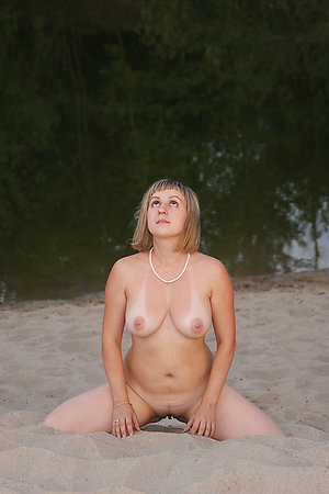 Blowjobs and cumshots of this young nudists