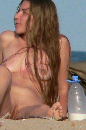 Amateur photos with spread legs at nude beach