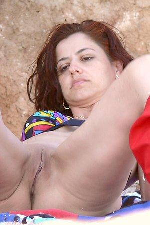 Hot voyeur booty from nude beach - spread legs