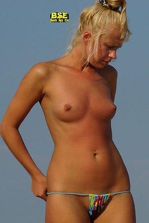 Beach spy eye - Bikini's barefaced panties