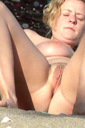 Hot Voyeur nude beach photos