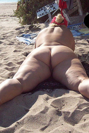 Fat nudist moms and grannies sunbathing nude on beach