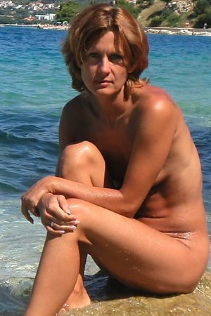 A nude cutie at the Daytona