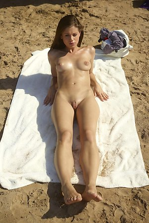 relaxed nudist babes fully exposes on a bare beach