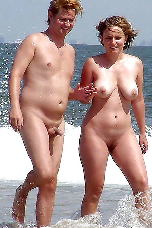 Nude Beach and young pussies