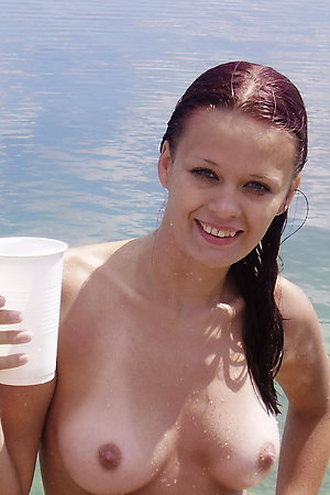 Nudist cutie takes off her clothes at public beach