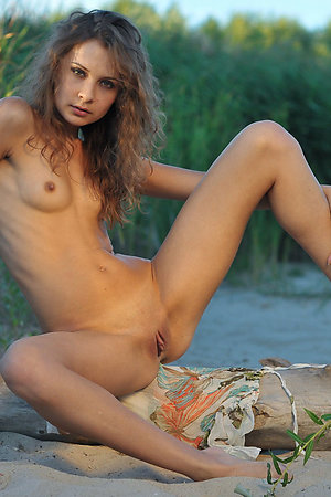 Nudist models spreading to get photographed better