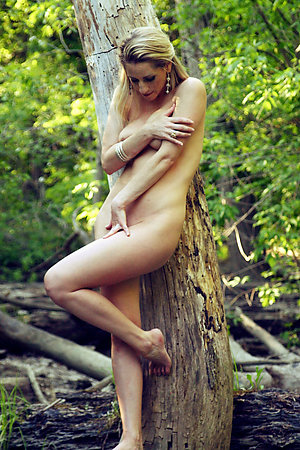 Her first nude outdoor photosession