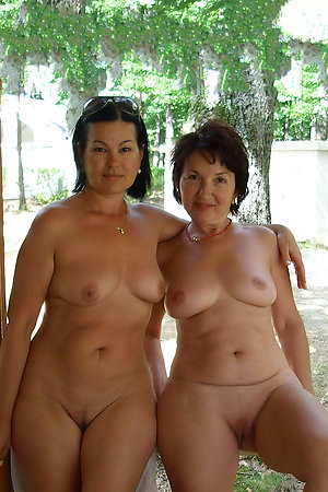 Older nudist mom with nudist girl