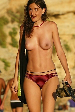 Free galleries with nude beach woman, sexy nude woman, naked nudist woman at nudist beach