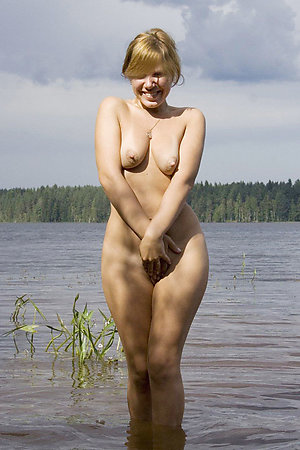 Sucking and fucking outdoor nudists